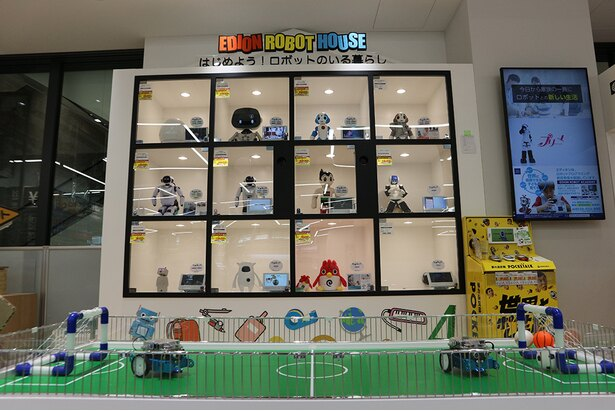 多様なロボットを取り揃え、近未来を体験できるロボットコーナー(2階)