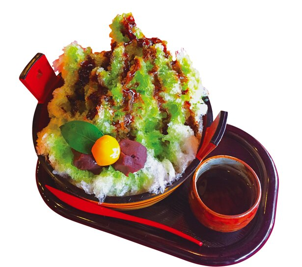 智恵の餅氷(700円)樽のような大きな器に、氷と智恵の餅、栗の甘露煮がのった豪華なかき氷/吉野茶屋