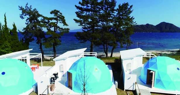 鮮やかなマリンカラーのドーム型テントが、夏を盛り上げる/ブルードーム 京都天橋立