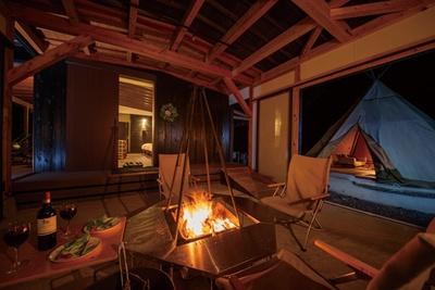 Sense of wonder 由布岳山麓グランピングリゾート / 「火遊び」をテーマにした施設として、店主念願の焚き火小屋が2018年に完成した