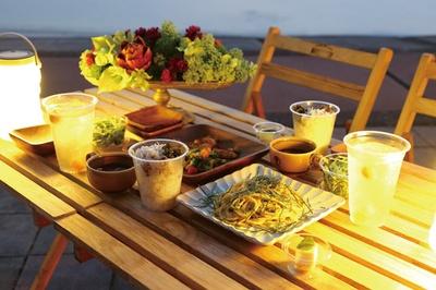 MAGICAL STAY / 海浜公園「ゴールドビーチ」で開放的な雰囲気で夕日を見ながら夕食。地元食材を使ったイタリアンのコースが味わえる