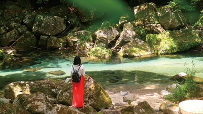MAGICAL STAY / 雄川の滝へ早朝トレッキング。滝や川の流れを眺めながら、気持ちよく周辺を散策できる人気のプラン