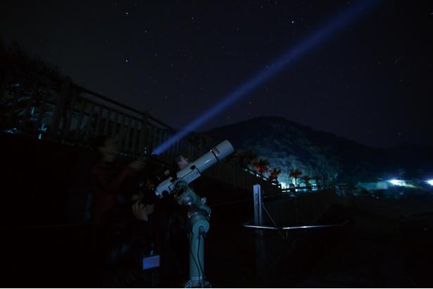 MAGICAL STAY / 20:00からは「南天の天空ショー」がスタート。「星空ガイド」と一緒にスポットまで移動し、天体観測や空中写真なども体験できる