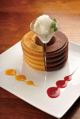 チーズとチョコレートのバームクーヘンアイスクリーム添え(コーヒー付き)¥1260