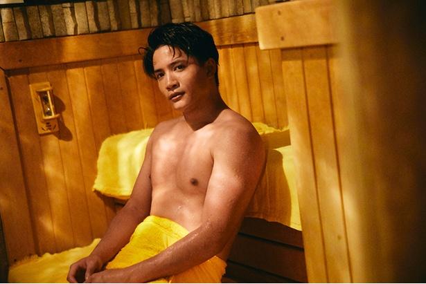 鍛え抜いた筋肉が自慢の俳優・朝日奈 寛。「アクションだけでなく、芝居でも魅せられるマルチな俳優になるのが目標です」