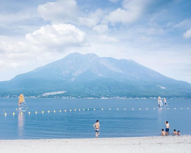 桜島を眺めながら遊べる 九州屈指の絶景ビーチ / 磯海水浴場