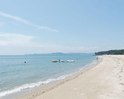 別府湾沿いに続く海岸は 温泉やキャンプ場がそろう万能ビーチ / 住吉浜海水浴場