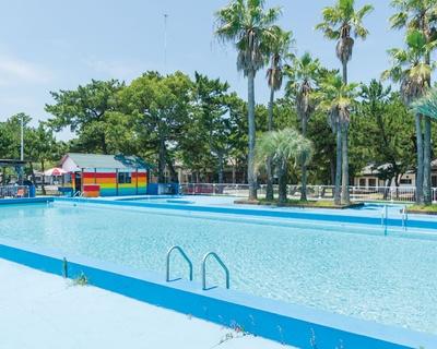 夏休み中は プールも登場 / 住吉浜海水浴場