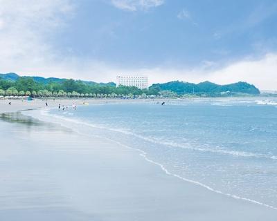 太平洋に面したビーチが 南国リゾート空間に大変身!/ 青島海水浴場