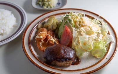 【写真を見る】「BMランチ」(税込700円)。手作りのやさしい味わいが魅力 / ブルマーシャン