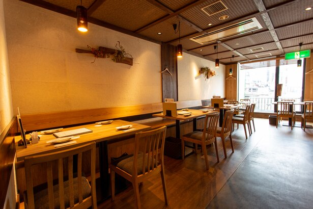 那珂川に面したテーブル席 / 福栄組合