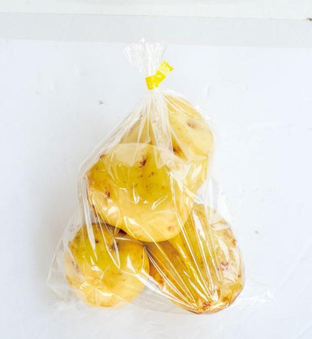 新ジャガイモ(250円)。 通称・栗じゃが。ほん のり甘いのが特徴だ / 薬味野菜の里 小国