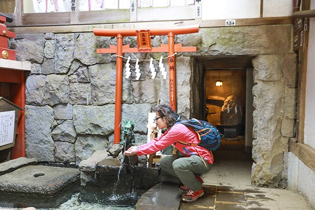 大山阿夫利神社下社にある神泉。大山の名水が飲める