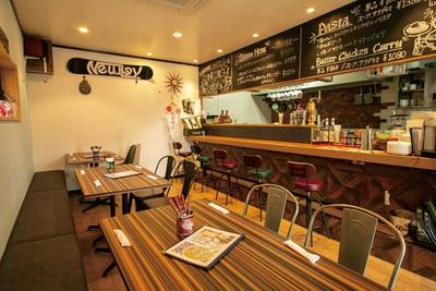 St.cafe NewLey / 黒板で当日のおすすめ料理をチェック。夏は冷製パスタも登場する