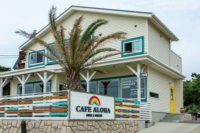 CAFE ALOHA / 海風が心地よいテラス席も完備する
