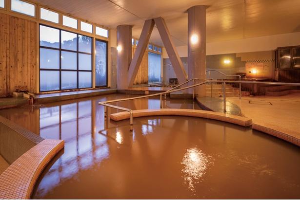 九十九島 シーサイドテラス ホテル&スパ 花みずき / 高濃度のミネラル成分を含む温泉(入浴料 700円)。源泉100%の温泉、海水を使った潮湯、サウナなどがある