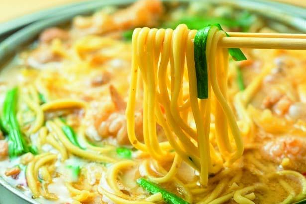 シメには濃厚なスープがまとわり付く、モチモチの長崎チャンポン(510円)を/蟻月 心斎橋店