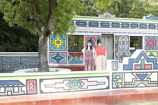 南アフリカ ンデベレの家はカラフルな壁画がインスタ映えスポットとしても人気