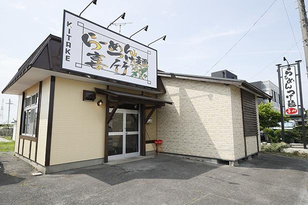 店の場所は、惜しまれつつも閉店した「麺の大夢」の跡地。大きな看板が目印だ