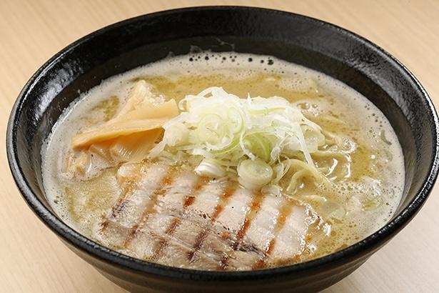 濃厚鶏白湯を和ダシで割ったぱいたんらーめん(¥800)