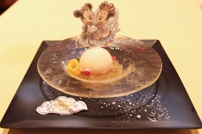 桃の芳醇な甘味に梅酒ゼリーの酸味がマッチする「桃のパルフェグラス 梅酒ゼリーを添えて」