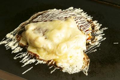 ラクレットチーズは、たっぷりかけたマヨネーズやソースともお似合い!