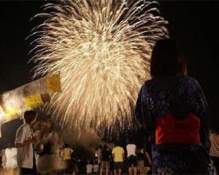 約2500発がふるさと室戸まつりの最後を飾る!高知県室戸市で「2019ふるさと室戸まつり」開催