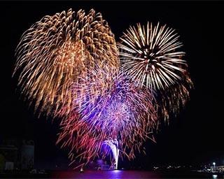 祭りの2日目に打ち上げられる尺玉は迫力満点!徳島県小松島市で「小松島港まつり花火大会」開催