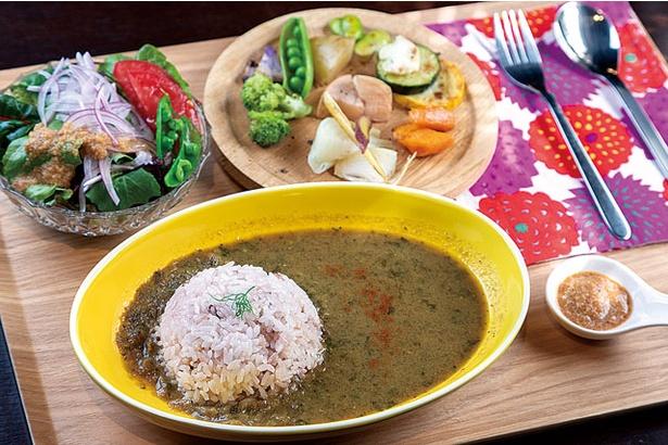 「グリル野菜のカレーランチ」(1500円) / 伊都安蔵里