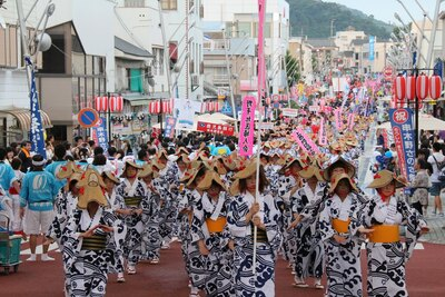 串木野の街が「さのさ踊り市中流し」の熱気につつまれる