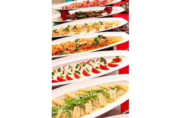 旬の青菜とカラスミのスパゲッティ、車海老と手長海老のトマトスパゲッティなど