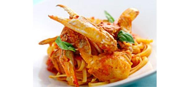 濃厚な味わいの北海道産ズワイ蟹のフレッシュトマトスパゲッティ