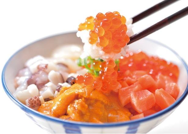 ホテル日航福岡「北海道フェア2019夏」 / 北海道フェアで毎回大好評の「海宝丼」。ウニやイクラ、ホタテ、タコなどがたっぷり