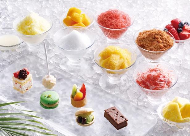 グランド ハイアット福岡「クールサマー デザートビュッフェ」 / かき氷は、イチゴやマンゴーなど全6種。ひと口サイズのかわいいアイスプティフールもある