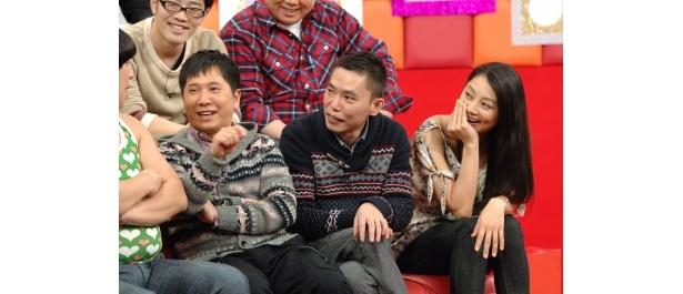 司会の爆笑問題・田中裕二、太田光、小池栄子(写真左から)
