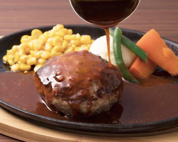 フレッシュトマト、日替りソースなどが選べる「グリル大宮のハンバーグ」(1490円) / グリル大宮