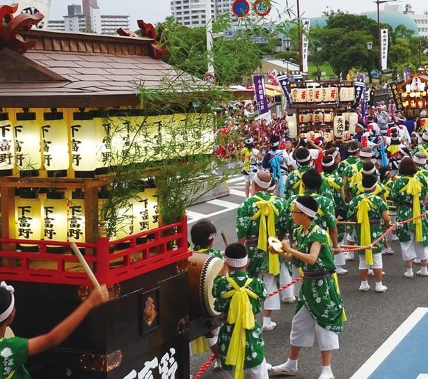 小倉祇園太鼓 / 最終日の太鼓広場。約160基の太鼓が鳴り響く様子は大迫力