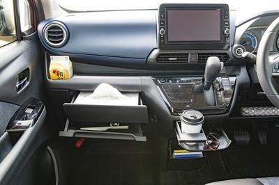 車内のいたるところに収納スペースが確保され、いつでも車内を綺麗に保てる収納力の高さも日産デイズの魅力だ