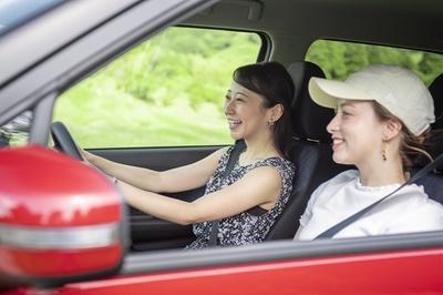日産デイズは日焼けの原因となる紫外線や可視光線を大幅にカットする特殊なガラスを採用。そのため、運転焼けが気になる女子も思いっきりロングドライブを楽しめるのだ