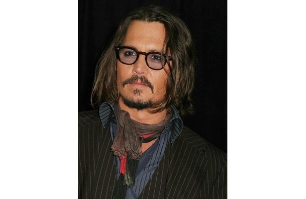 ジャスティンのコンサートの楽屋に海賊姿で現れたジョニー・デップ
