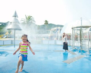 屋根付き休憩所が多くパパママも安心!吹き出す霧での水遊びや大型遊具で大はしゃぎできる「淡路島国営明石海峡公園」
