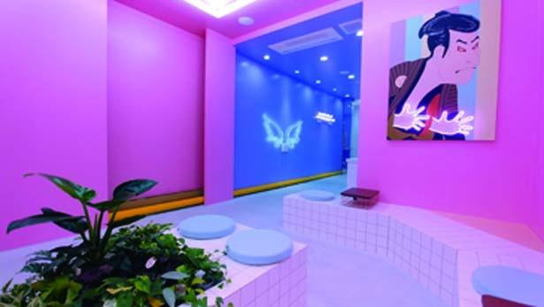 ピンクの壁がかわいい。店は撮影スポット多数/MASHOLA