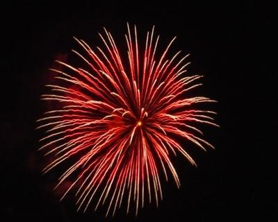 浜崎海岸に降り注ぐ花火をゆったり観賞 / 浜玉町花火大会