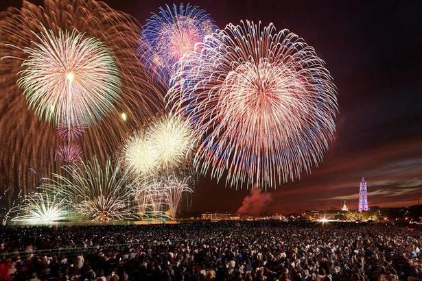 【画像を見る】13000発の花火は圧巻! / ハウステンボス・スペシャル花火