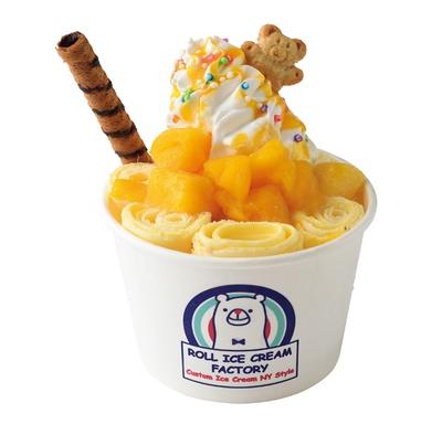 「ロール アイスクリーム ファクトリー」の「マンゴークレイジー」(900円)