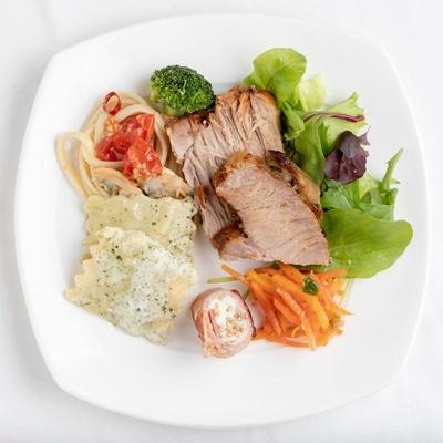 """ヒルトン福岡シーホーク ブラッセリー&ラウンジ シアラ / """"世界各地の美食""""がテーマの料理は月替りで、充実の品ぞろえだ※写真はイメージ"""