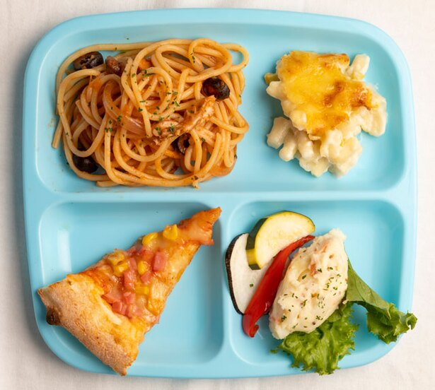 ANA クラウンプラザホテル福岡 オールデイダイニング クラウンカフェ / テーマが替わっても、パスタやピザ、サラダなど子供向けメニューを常備する※写真はイメージ