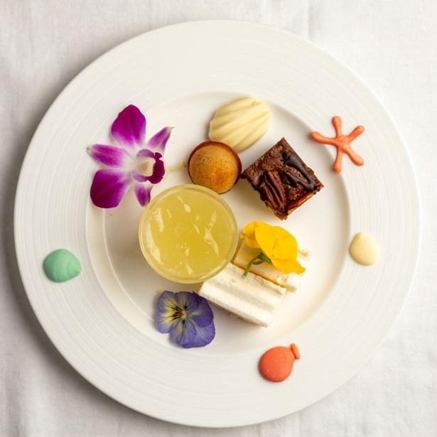 ANA クラウンプラザホテル福岡 オールデイダイニング クラウンカフェ / 料理は30種類以上!パフォーマンスコーナーのステーキとピザは温かいうちにどうぞ※写真はイメージ