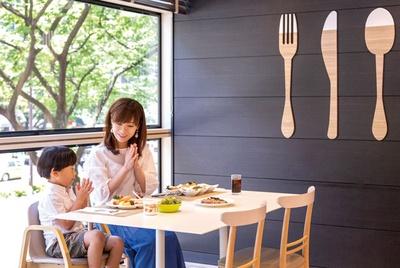 ホテル日航福岡 カフェレストラン セリーナ / 子連れにはソファ席やベビーカーでも入りやすい席を用意してくれる。席数に限りがあるので予約必須