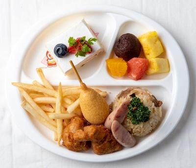 ホテル日航福岡 カフェレストラン セリーナ / アメリカンドッグも唐揚げも子供に食べやすいサイズ。いろんな種類を味わおう※写真はイメージ